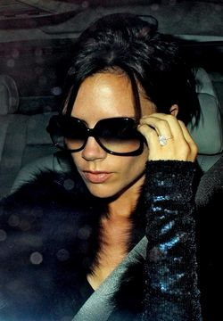 Victoria-beckham-hires-spray-tan-artist-500x719